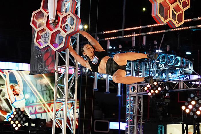 Zhanique Lovett durante o American Ninja Warrior Women's Championship (Foto: Elizabeth Morris / NBC)