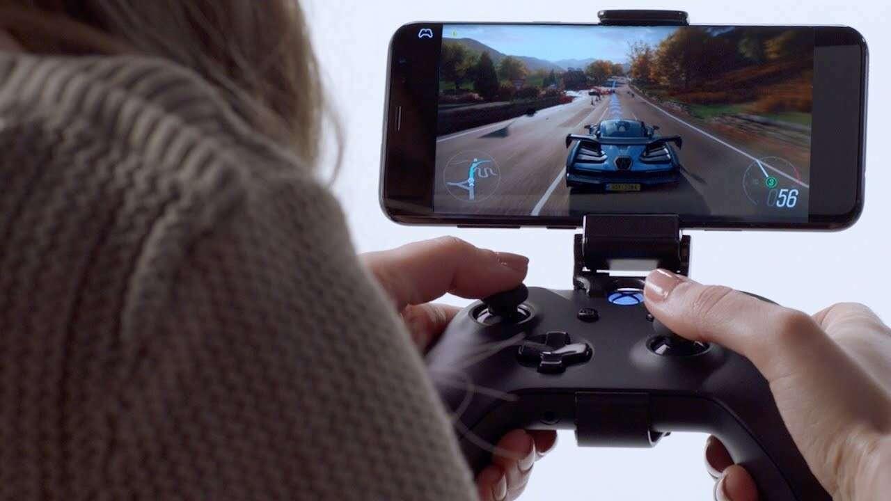 Вы можете легко играть в игры Xbox на своем телефоне с парой полезных аксессуаров.