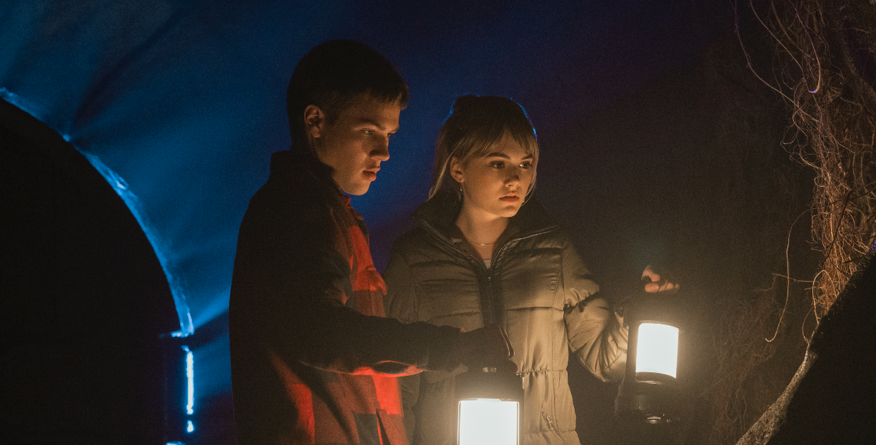 Connor Jessup and Emilia Jones as Tyler and Kinsey Locke