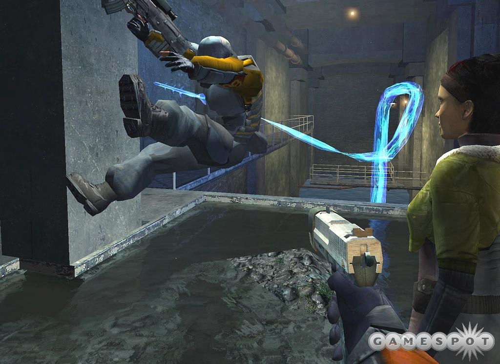Osama Bin Leaker said the E3 demo of Half-Life 2, including this attack by a Hydra, was fake.