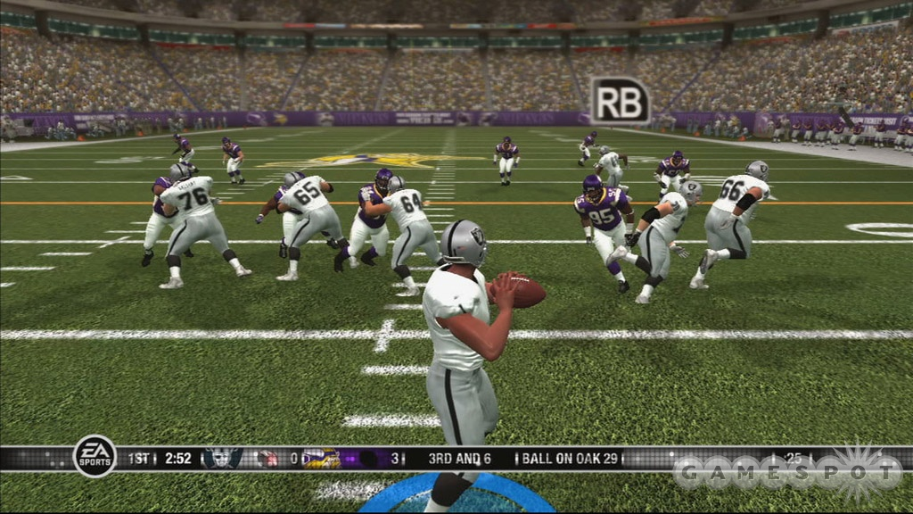 The NFL returns to the Xbox 360 not even a full year after its last visit in Madden NFL 07.