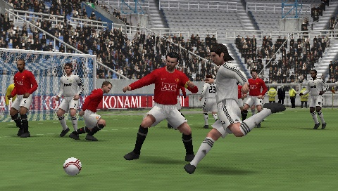 We hope you're a Manchester United or Liverpool fan because they're the only licensed Premier League clubs in PES 2009.