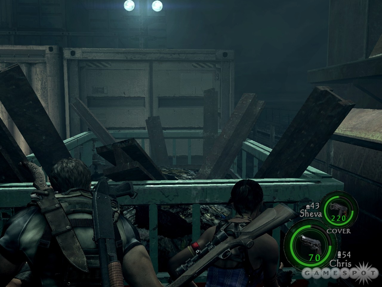 Having two agents in the field lets you team them up to trade weapons or push dumpsters.