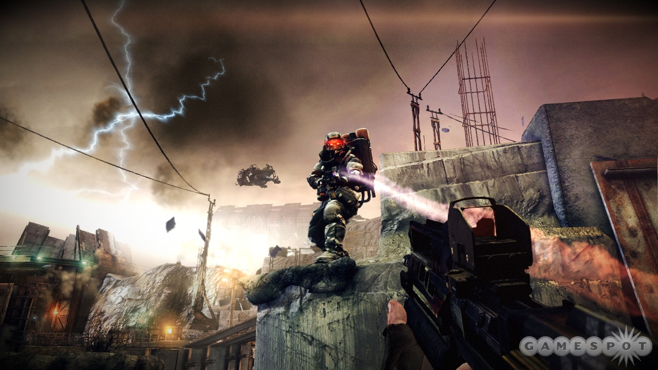 Shoot this flamethrower-wielding Helghast in the tank for a nice death animation.