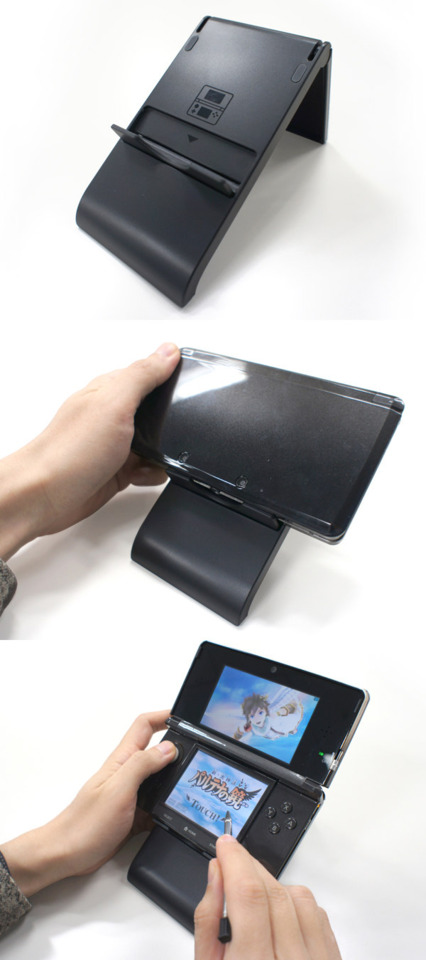 The new 3DS stand and, presumably, Sakurai's hand.