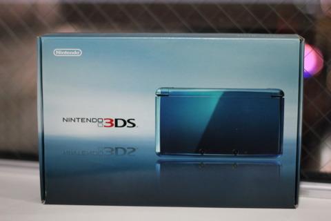 The aqua blue 3DS.