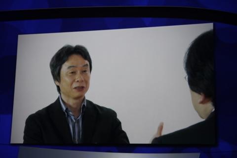 Miyamoto explaining the benefits of the Wii U.