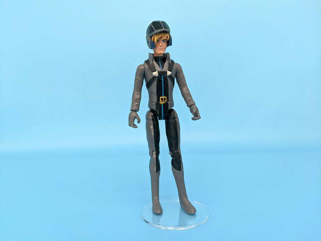 Roy Fokker comes with a helmet