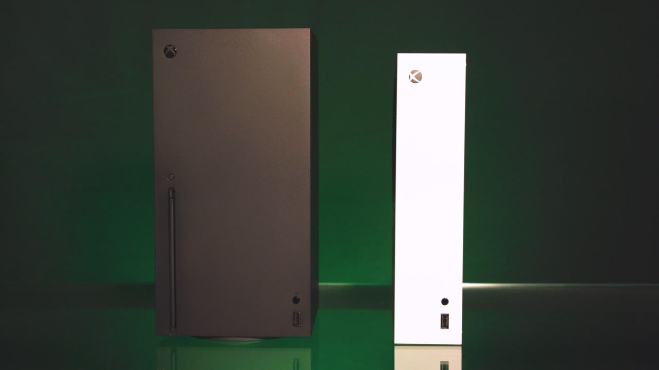 The Series X (left) and Series S (right) standing vertically next to each other.