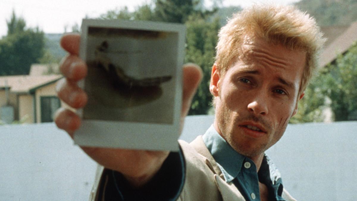 2. Memento (2000)