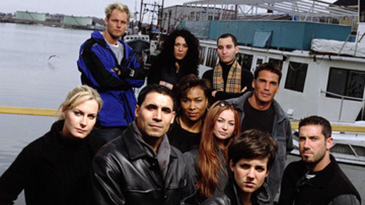 1. Murder in Small Town X (2001, 1 season)